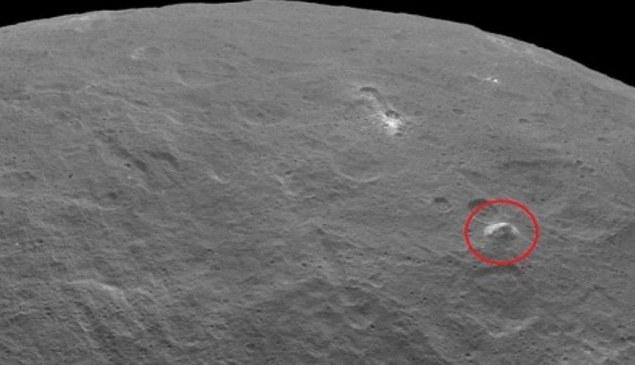 """W ostatnich dniach nastąpił swoisty wysp kosmicznych """"piramid"""". Tutaj: tajemniczy obiekt na Ceres /NASA"""