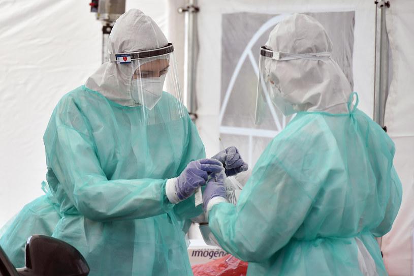W ostatnich dniach wzrasta liczba zakażonych koronawirusem w Polsce /Lukasz Dejnarowicz /Agencja FORUM