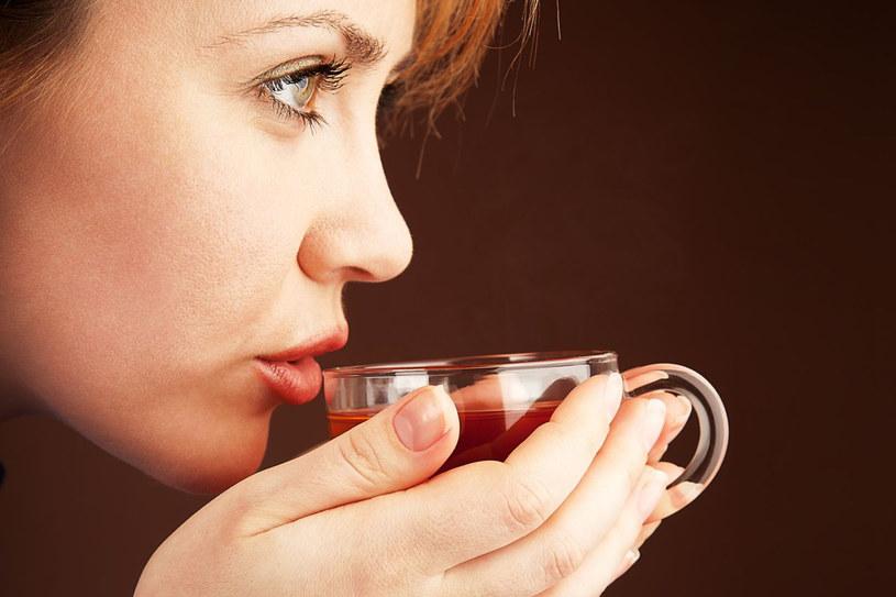 W ostatnich latach zwraca się uwagę na przeciwutleniaczowe działanie herbacianej taniny oraz wpływ herbaty na obniżenie ilości cholesterolu w organizmie /123RF/PICSEL