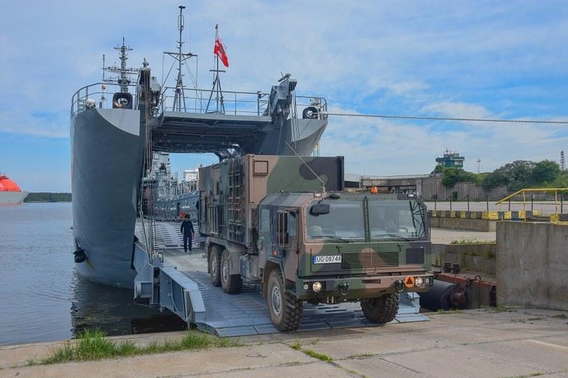 W ostatnich tygodniach okręty typu Lublin transportowały pododdziały MJR /Marynarka Wojenna RP, 8 FOW /domena publiczna
