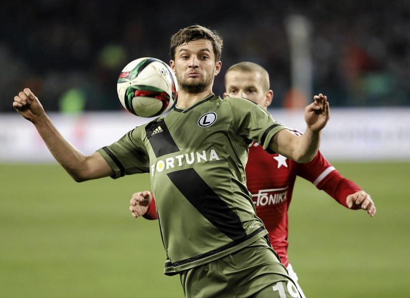 W ostatnim meczu Wisła - Legia, górą byli goście, którzy wygrali 2-0. Na zdjęciu Bartosz Bereszynski (z lewej) i Tomasz Cywka /Michał Łepecki /