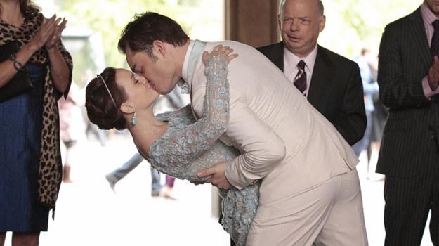 W ostatnim odcinku widzowie będą świadkami ślubu Blair i Chucka. /CW Network /materiały prasowe
