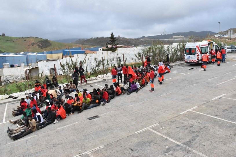 W ostatnim okresie coraz więcej uchodźców próbuje przedostać się przez państwa Afryki Północnej do Europy wybierając szlak przez Maroko /Antonio SEMPERE  /AFP