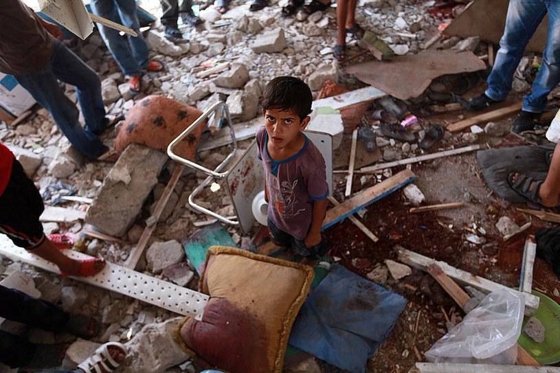 W ostrzelanej szkole w Dżabalii zginęło co najmniej 15 osób /PAP/EPA