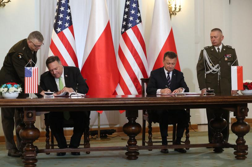 W Pałacu Prezydenckim Mike Pompeo i szef MON Mariusz Błaszczak podpisali umowę o wzmocnionej współpracy obronnej /Andrzej Iwańczuk /Reporter