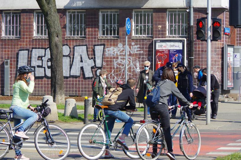 W pandemii Polacy masowo przerzucili się na rowery /Marek Bazak /East News