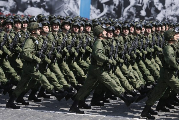 W paradzie wzięło udział 16,5 tys. wojskowych /Sergei Ilnitsky /PAP/EPA