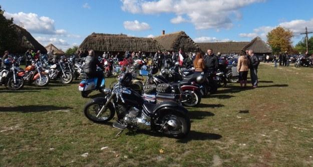 W parku etnograficznym tego dnia odbywał się zlot motocykli i pojazdów zabytkowych /INTERIA.PL