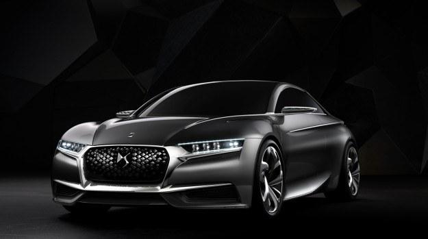 """W Paryżu zadebiutuje prototyp nowego modelu DS - Divine. Od przyszłego roku auta z tej linii nie będą już oznaczane citroenowskim szewronem, ale wyłącznie logo """"DS"""". Ich sprzedaż dalej będzie jednak odbywać się w wybranych salonach Citroena. /Citroen"""
