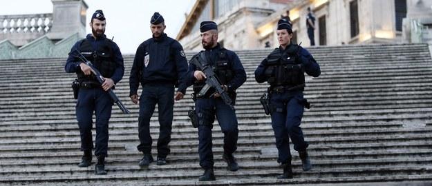 """W Paryżu znaleziono ładunek wybuchowy. """"Wciąż jesteśmy w stanie wojny"""""""