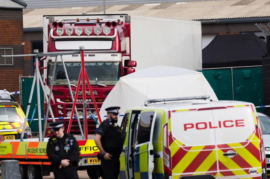 W październiku 2019 roku na terenie parku przemysłowego w Grays w hrabstwie Essex w kontenerze-chłodni na naczepie ciężarówki odkryto ciała 31 mężczyzn i ośmiu kobiet /VICKIE FLORES /PAP/EPA