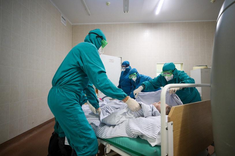 W październiku 2020 r. znacząco wzrosła liczba zgonów w porównaniu do tego samego okresu z poprzedniego roku /Yegor Aleyev/TASS /Getty Images