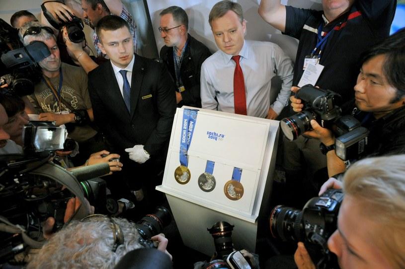 W Petersburgu zaprezentowano dzisiaj medale, jakie będą wręczane w Soczi. /AFP