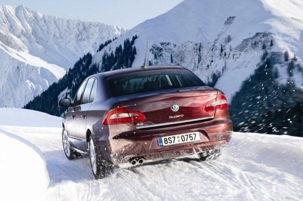 W pewnym warunkach zimówki są niezbędne. Ale nie każdy jeździ po górach... /