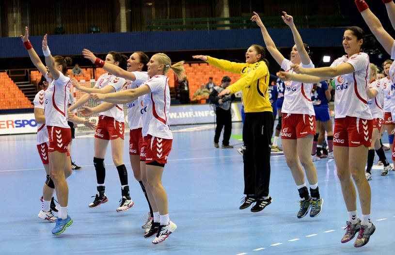W piątek Polki będą walczyć o awans do finału mistrzostw świata /PAP/EPA