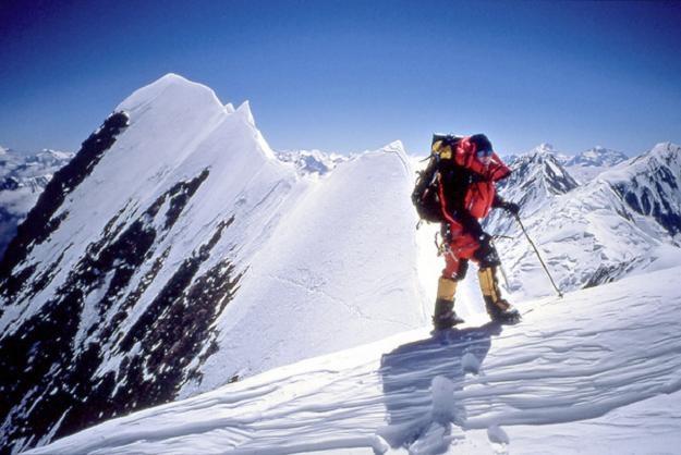 W piątek przed południem Artur Hajzer, Adam Bielecki i Tomasz Wolfart weszli na himalajski szczyt /AFP