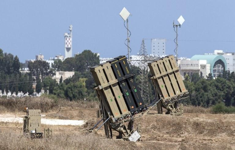 W piątek rano na południowy Izrael spadło 14 rakiet /AFP