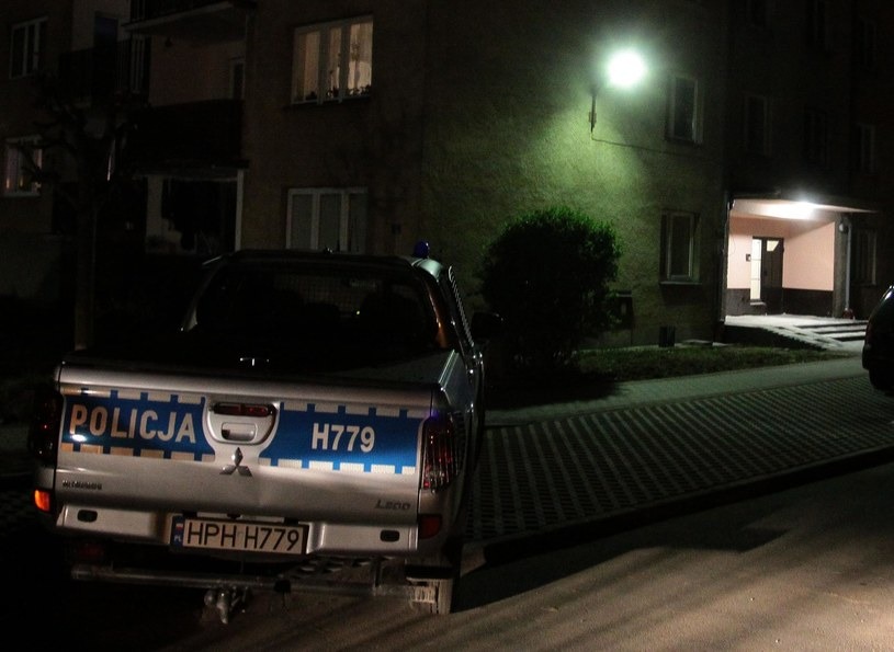 W piątek w mieszkaniu na osiedlu Gołębiów w Radomiu odnaleziono ciała kobiety i małego dziecka. /Polska Press /East News
