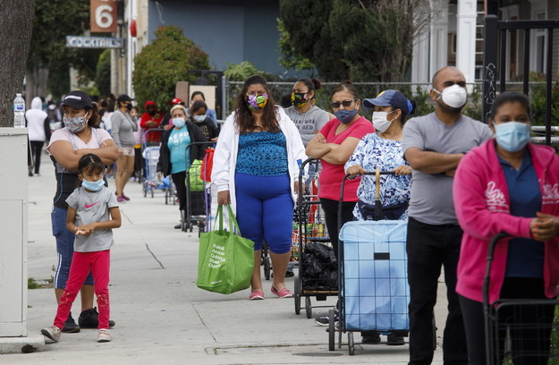 W piątek w USA przekroczono 700 tys. przypadków zakażenia SARS-CoV-2. /EUGENE GARCIA /PAP/EPA