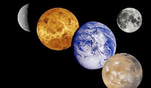 W piątkowy wieczór dojdzie do bliskiej koniunkcji jasnej Wenus i Neptuna /AFP