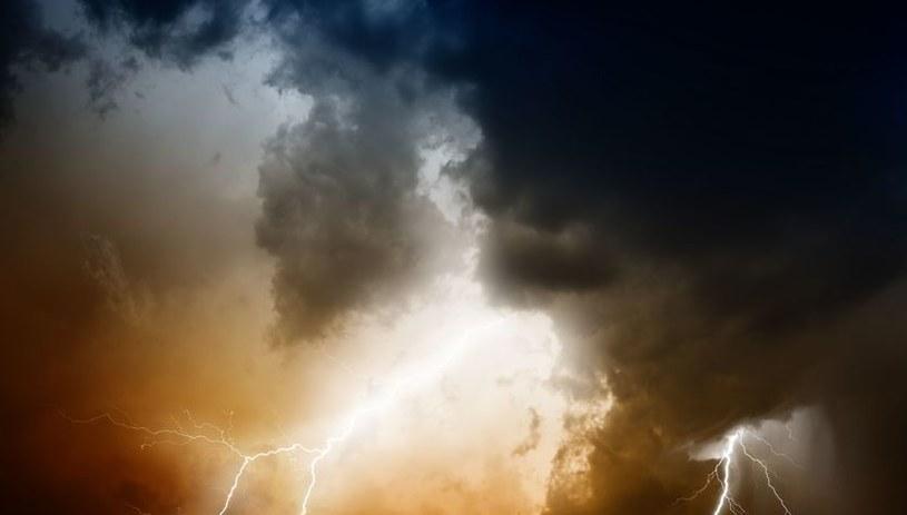 W pięciu województwach spodziewane są burze /123RF/PICSEL