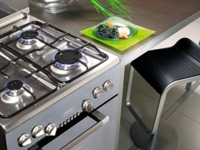 W piekarnikach kuchni wolnostojących zastosowano innowacyjne elektroniczne programatory.  /materiały prasowe