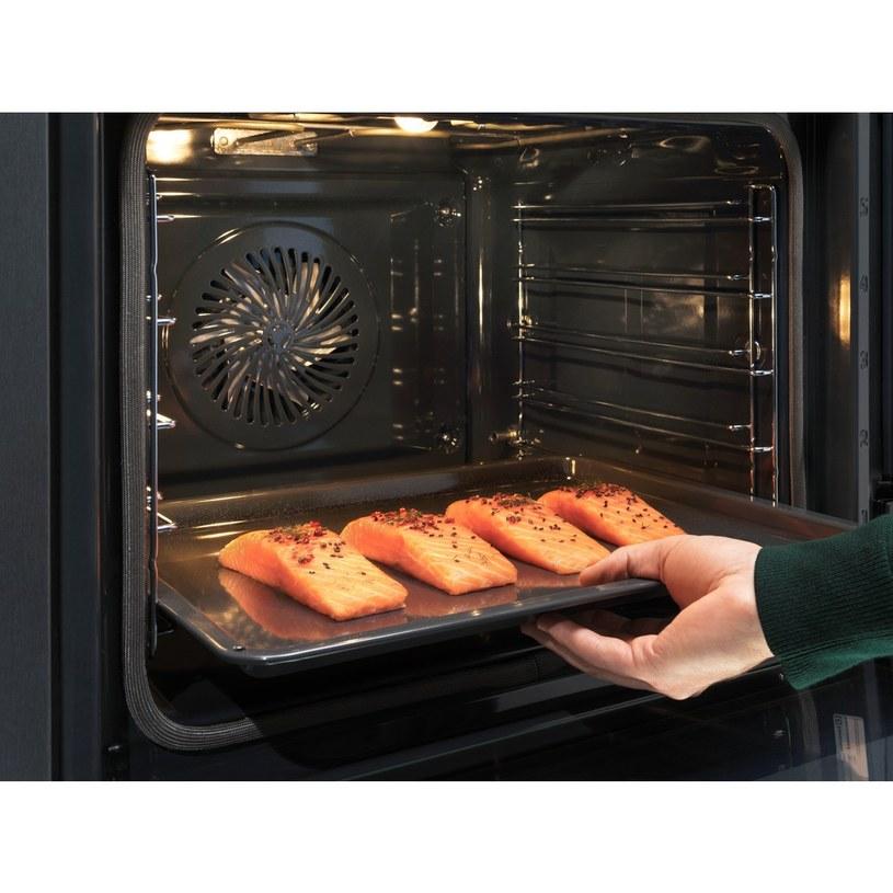 W piekarniku parowym przygotować można soczyste ryby /materiały promocyjne