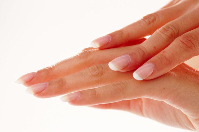 W pielęgnacji dłoni sięgnij po krem domowej receptury  /© Bauer