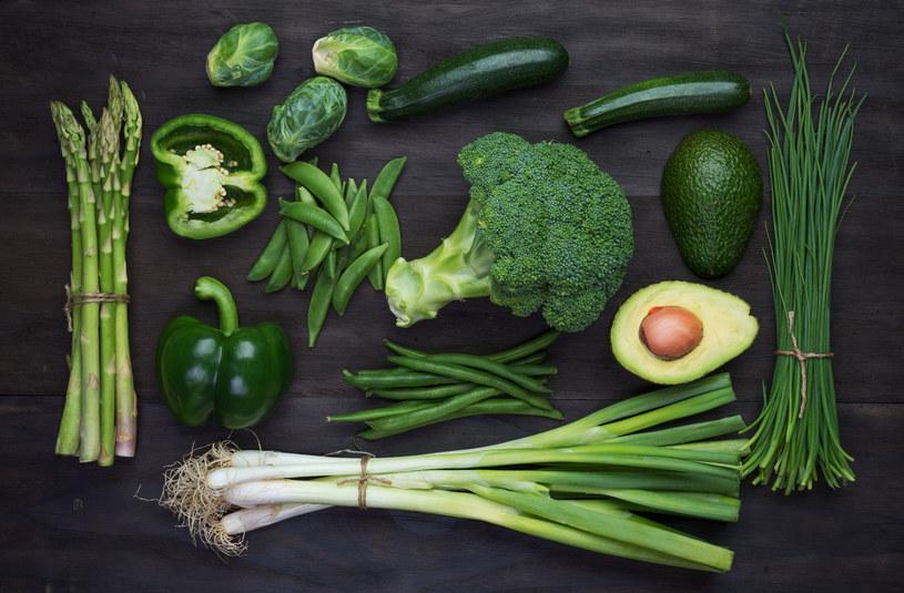 W pierwszej fazie diety można jeść mięso, ryby i zielone warzywa (na zdjęciu również owoc awokado) /123RF/PICSEL