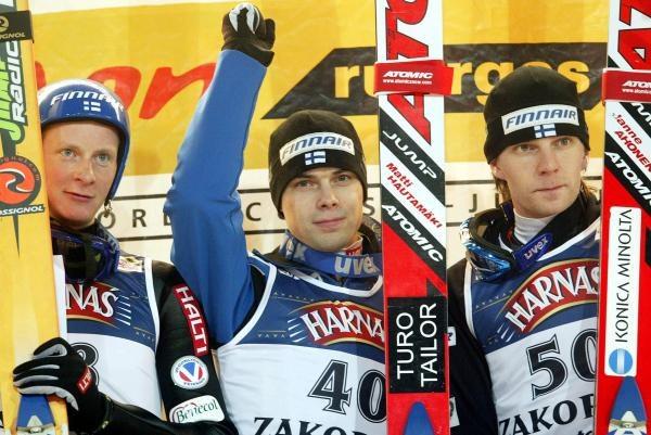 W pierwszym konkursie PŚ w Zakopanem wszystkie miejsca na podium zajęli reprezentanci Finlandii /AFP