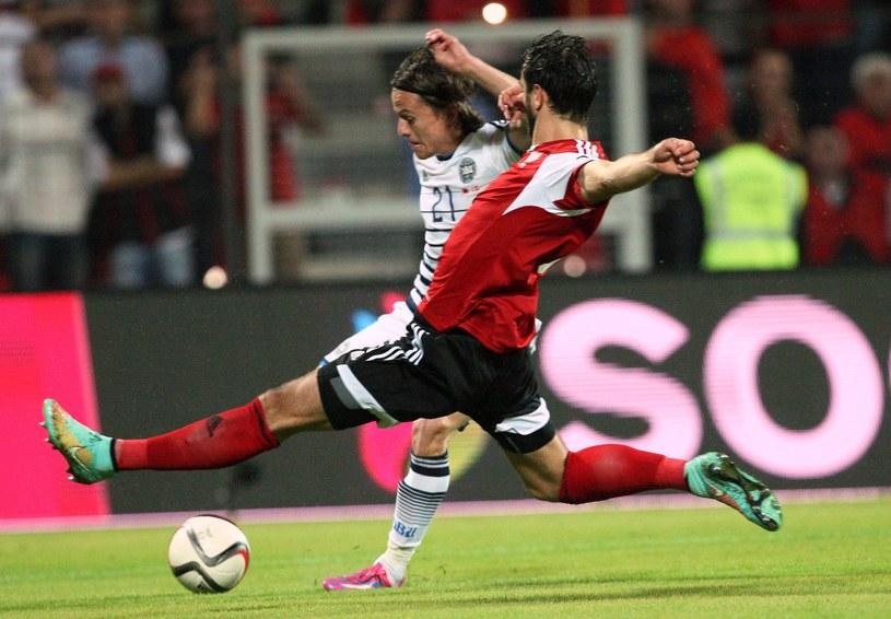 W pierwszym meczu padł remis 1-1 /AFP