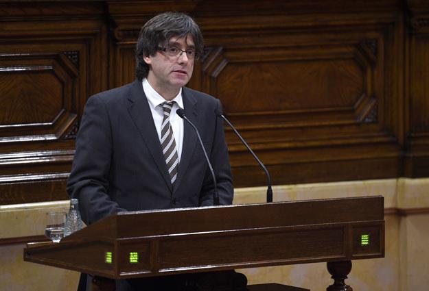 W pierwszym przemówieniu Carles Puigdemont zapewnił, że Katalonia nie porzuci niepodległościowych dążeń /AFP