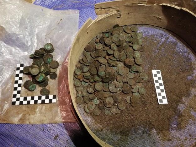 W piwnicach znaleziono ok. 10 tys. zabytkowych monet /RMF FM