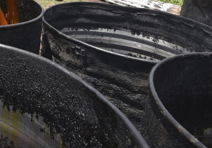 W pojemnikach znalezionych w Barwicach są niebezpieczne odpady (zdjęcie ilustracyjne) /SIA KAMBOU /AFP