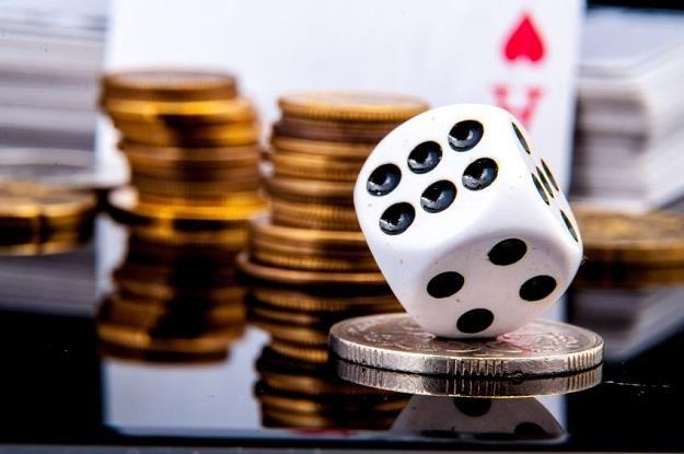 W pokera grywa w Polsce od 800 tys. do miliona osób /©123RF/PICSEL