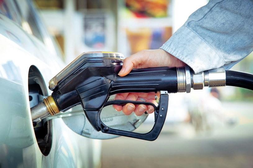W połowie lipca 2019 r. za litr benzyny Pb95 kierowcy płacili średnio 5,14 zł /Adobe Stock