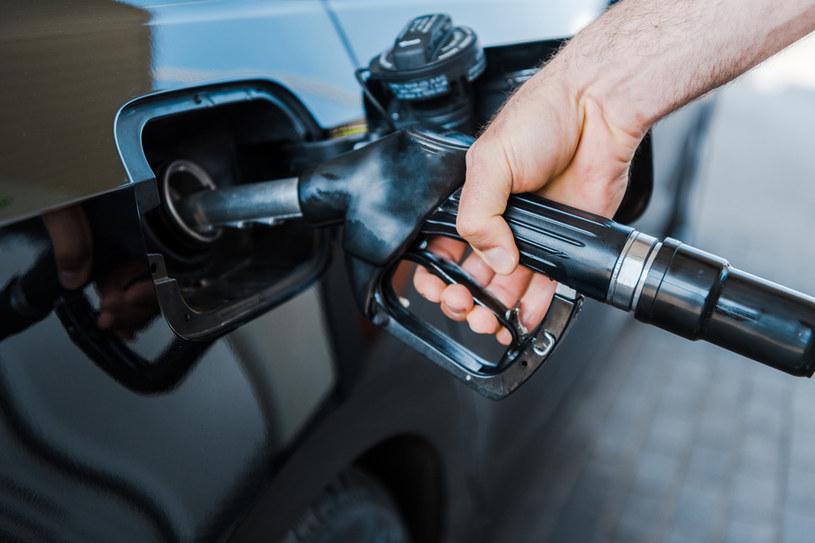 W połowie października podwyżki cen paliw na stacjach zdają się nie mieć końca /123RF/PICSEL