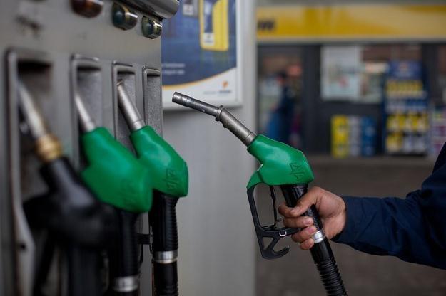 W Polsce akcyza na benzynę wynosi 1565 zł za 1000 litrów.  Fot. Aga Luczakowska /Reporter