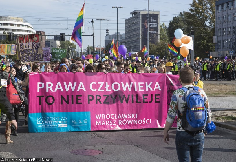 """""""W Polsce brak jest jakichkolwiek środków ochrony prawnej związków osób tej samej płci"""" /Leszek Kotarba  /East News"""