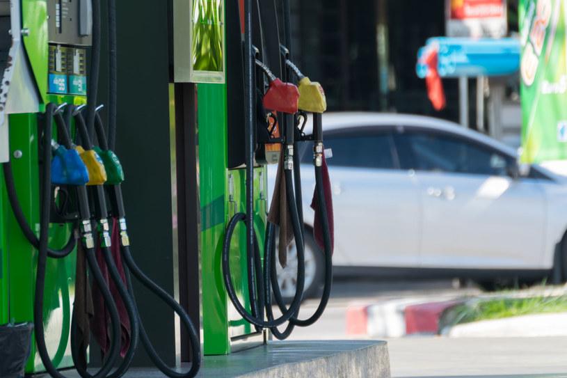 W Polsce ceny paliw kształtują się obecnie w okolicach średnio 4 zł za litr. /123RF/PICSEL