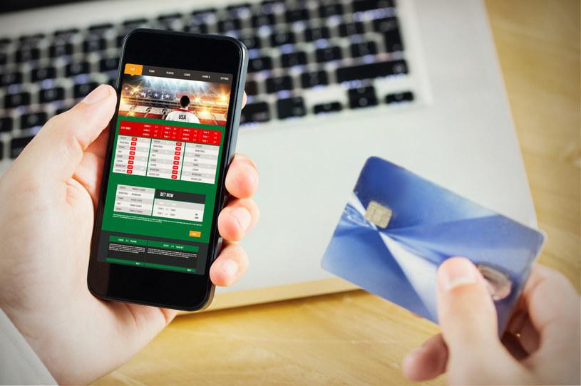 W Polsce część gier hazardowych jest całkowicie zakazana, np. turnieje pokera online, lub objęta jest monopolem państwa /123RF/PICSEL