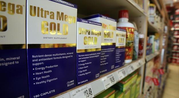W Polsce działają 202 wytwórnie i 676 hurtowni suplementów diety /AFP