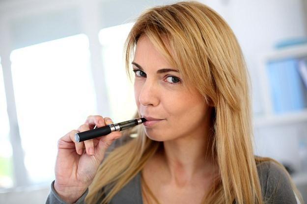 W Polsce e-papierosy sprzedają się doskonale /©123RF/PICSEL