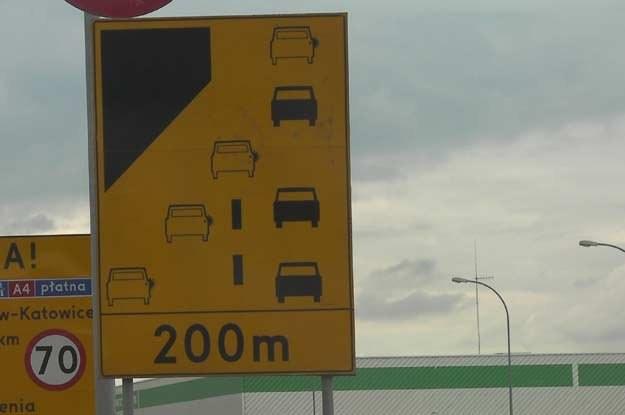 """W  Polsce jazda na """"zamek""""  nie działa wcale. I to pomimo znaków drogowych! /INTERIA.PL"""