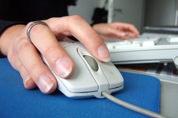W Polsce już 61,5 proc. gospodarstw domowych posiada komputer Fot. Carl Dwyer /stock.xchng