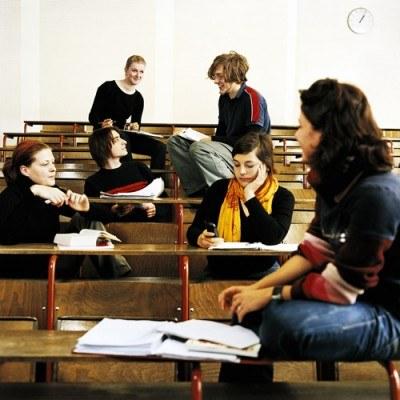 W Polsce kredyt bierze co szósty student - 84 procent z nich to studenci uczelni publicznych /© Bauer