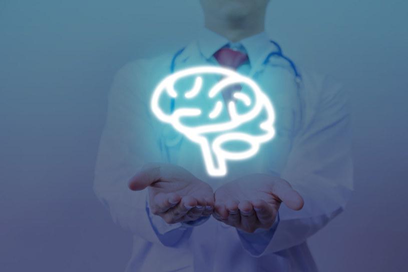 W Polsce na chorobę Parkinsona cierpi 70-90 tys. osób /123RF/PICSEL