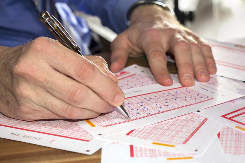 """""""W Polsce najpopularniejsze są loterie, zdrapki, loterie SMS oraz gry na automatach"""" /123RF/PICSEL"""