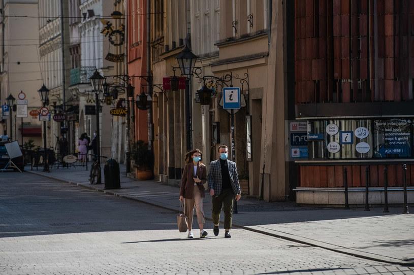 W Polsce od soboty obowiązywać będą nowe zasady w związku z epidemią koronawirusa /Grzegorz Lyko /Agencja FORUM