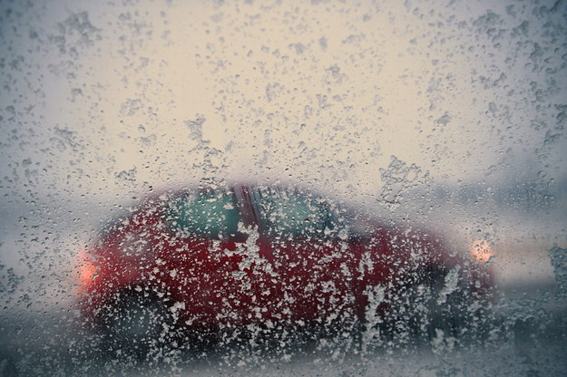 W Polsce panują bardzo trudne warunki pogodowe /Darek Delmanowicz /PAP